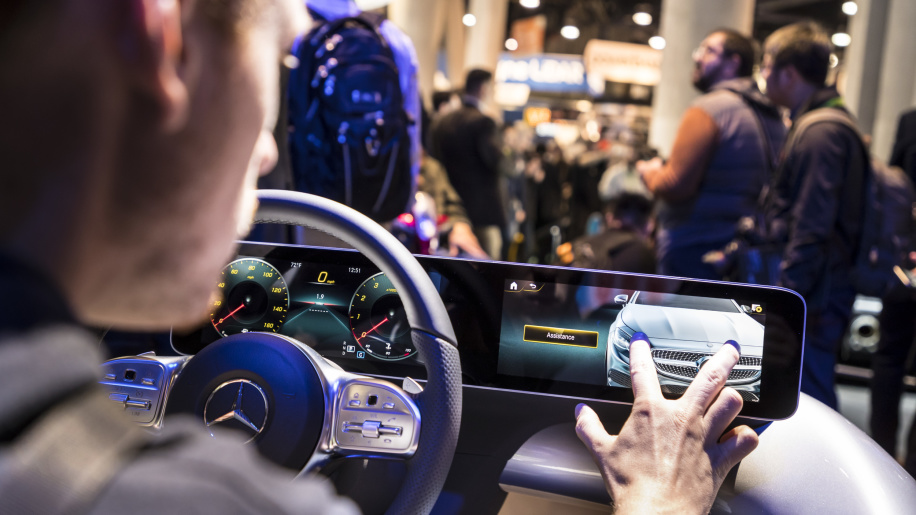 Mercedes' new 3D infotainment has AI, will take you to three-word destinations