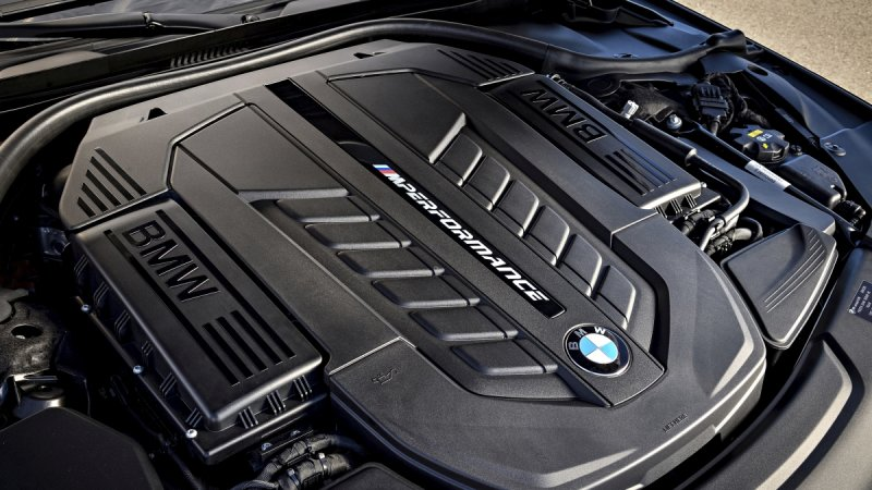 BMW plans to keep its V12 around up through 2023