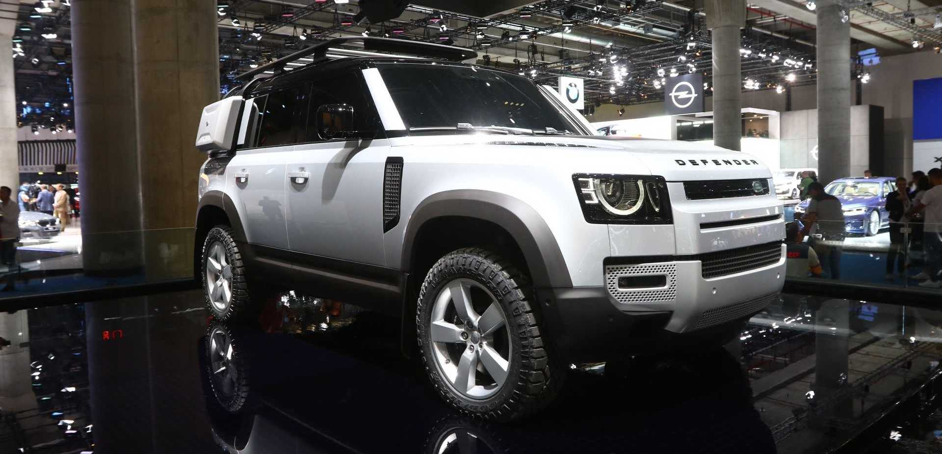 2020 Land Rover Defender Debuts With New Tech, Old Charm