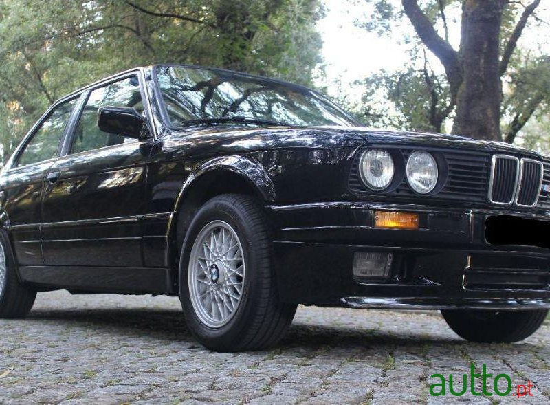 1988 BMW 316 in Paredes, Portugal - 4