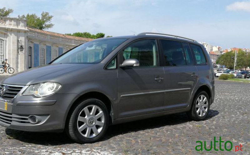 2006 Volkswagen Touran in Sintra, Portugal