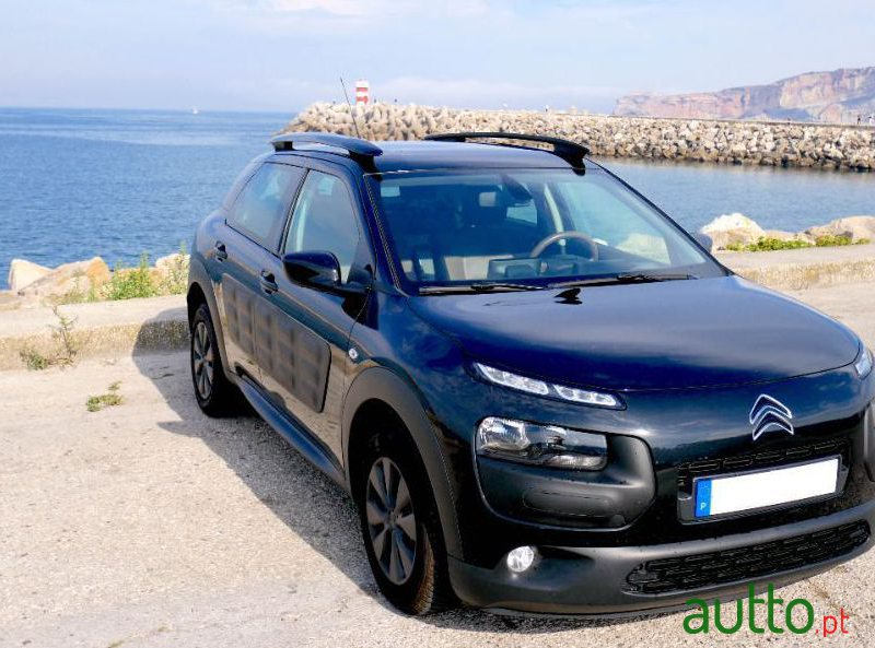 2018 Citroen C4 Cactus in Nazaré, Portugal - 3