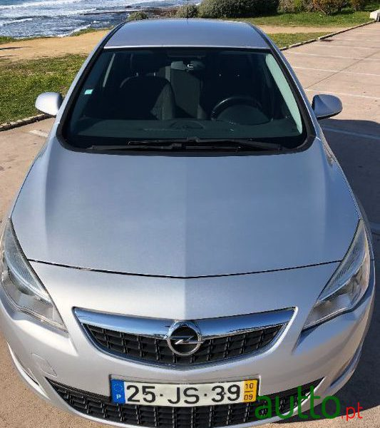 2010 Opel Astra in Cascais, Portugal - 3