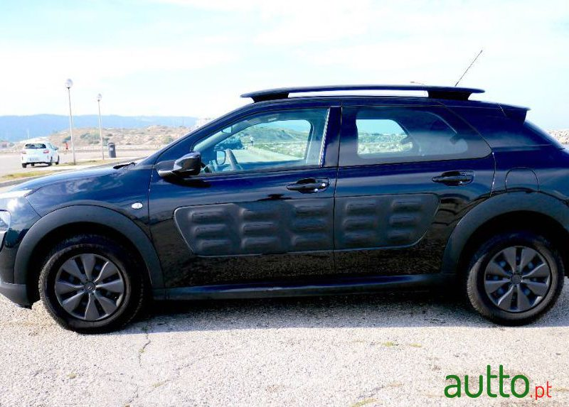 2018 Citroen C4 Cactus in Nazaré, Portugal - 4