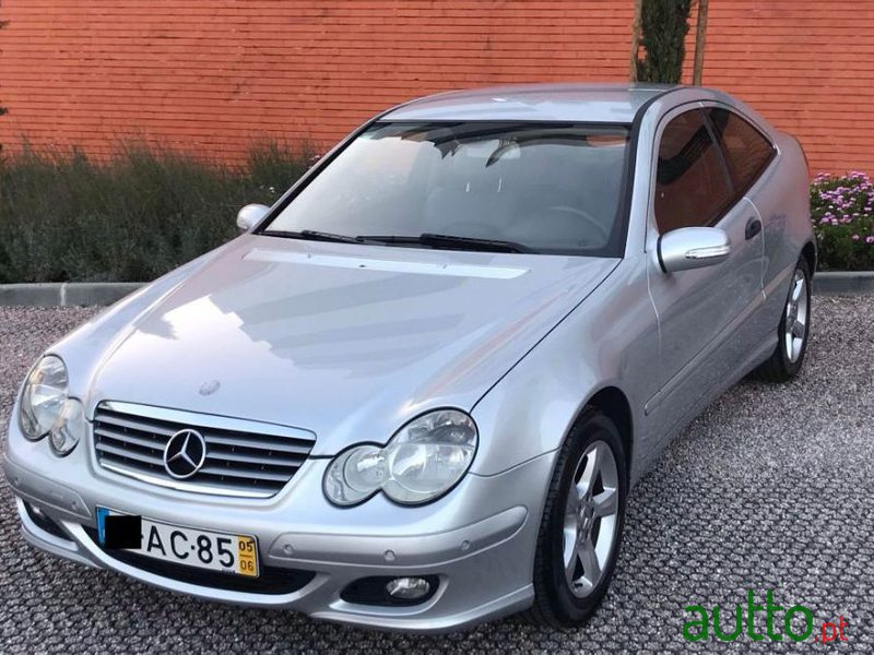 2005 Mercedes-Benz C-180 in Oeiras, Portugal