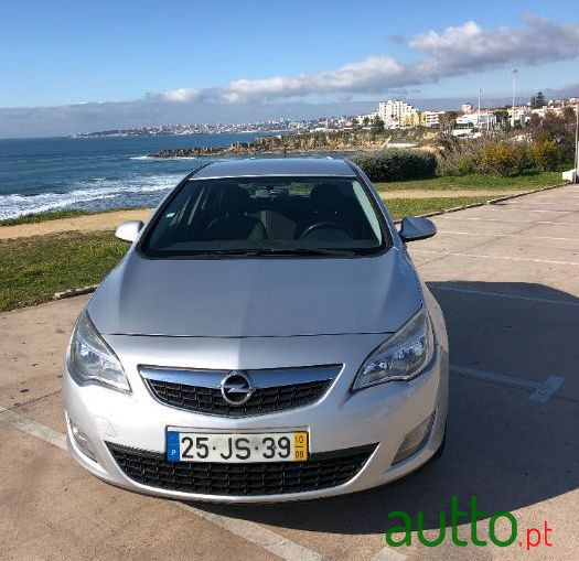 2010 Opel Astra in Cascais, Portugal - 5
