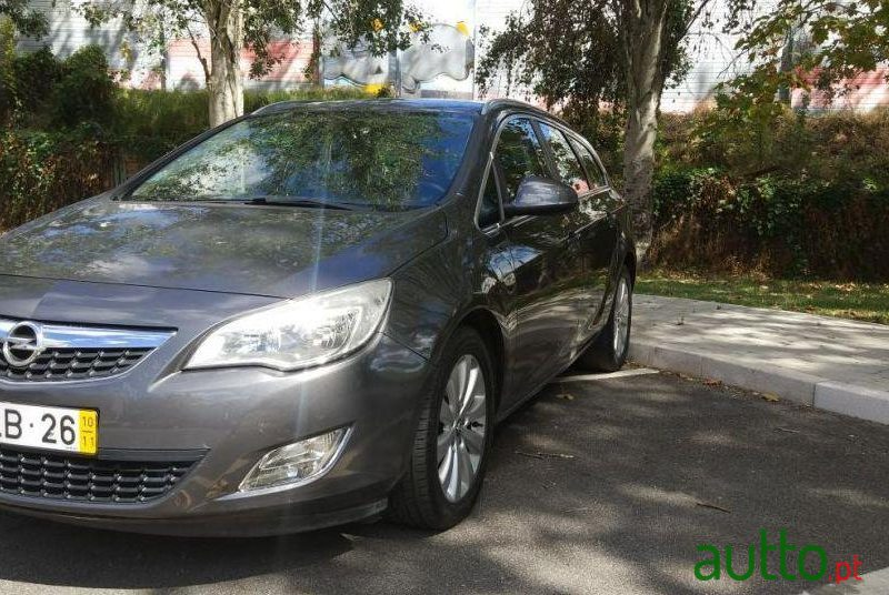 2010 Opel Astra Sports Tourer in Amadora, Portugal - 3
