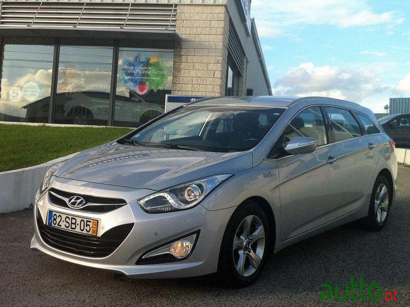 2014 39 hyundai i40 sw 1 7 crdi blue comfort for sale 19 900 barreiro portugal. Black Bedroom Furniture Sets. Home Design Ideas
