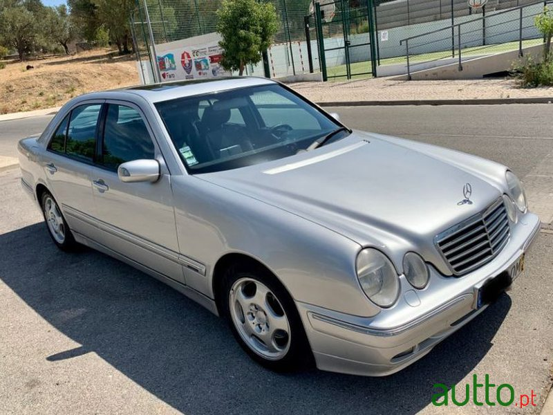 1999 Mercedes-Benz E-220 Avantgarde em Faro, Portugal