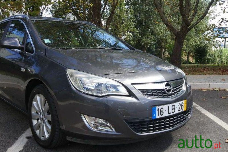 2010 Opel Astra Sports Tourer in Amadora, Portugal