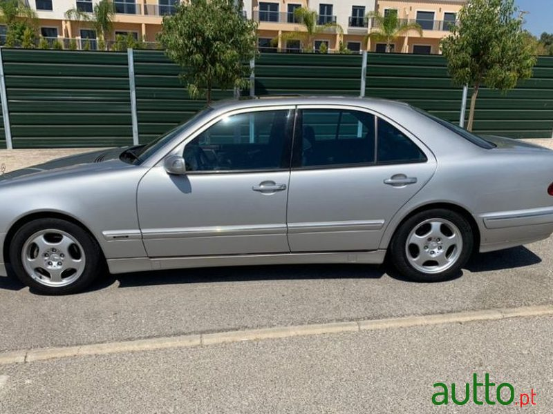 1999 Mercedes-Benz E-220 Avantgarde em Faro, Portugal - 3